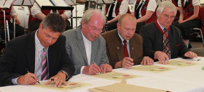 Dorfpatenschaft Unterzeichnung
