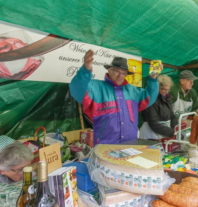 Stand der Partnerstadt Poligny auf dem Kalten Markt